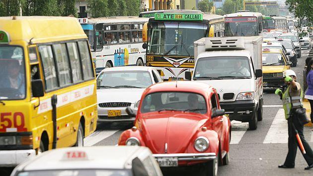 En la actualidad, en la avenida Abancay circulan 43 empresas de transporte. (Peru21)
