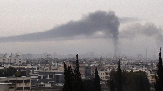 Assad ha reforzado los bombardeos con granadas de artillería en Homs. (Reuters)
