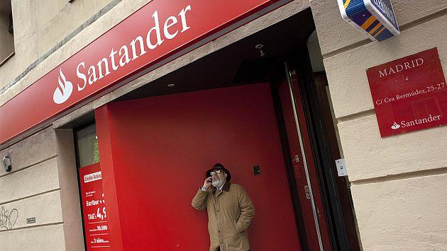 La deuda a largo y corto plazo de Santander queda situada en A-/A2 desde el anterior A+/A-1. (Reuters)